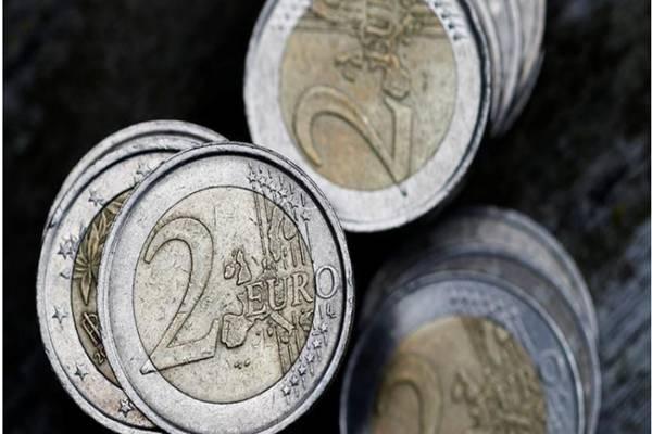 MATA UANG: Rencana ECB Tekan Euro
