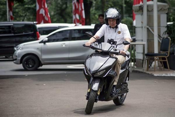 PENGEMBANGAN SEPEDA MOTOR LISTRIK : Kendali Ada di Swasta