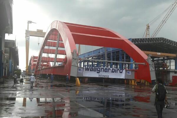 MORATORIUM KONSTRUKSI : Jembatan Holtekamp Ikut Menggantung
