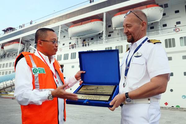 PELABUHAN BARU   : Kuala Tanjung Jadi Basis Ekspor 3 Korporasi