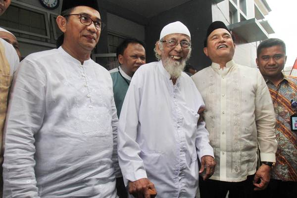NAPI TERORISME : Atas Restu Jokowi, Ba'asyir Bebas