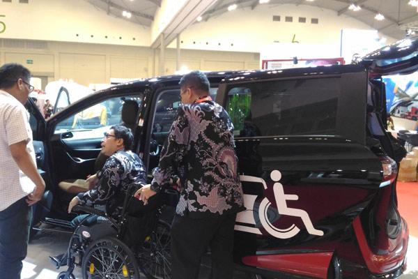 KENDARAAN SERBAGUNA : Mobil Pintu Geser Mulai Bangkit