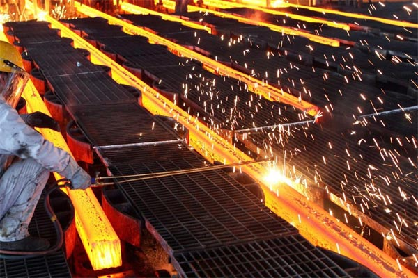 PABRIK BLAST FURNACE : Krakatau Steel Produksi Perdana Baja HRC