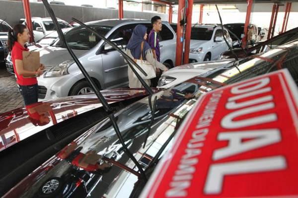 PENJUALAN MOBIL : Pasar Mobil Bekas Bersemangat