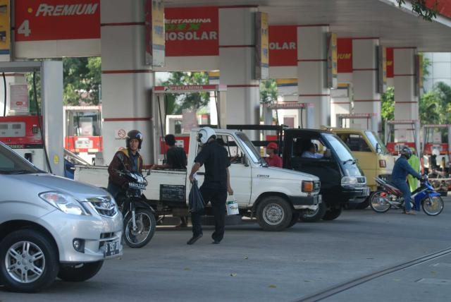 OVER KUOTA  :  Penerima BBM Subsidi Agar Diperketat
