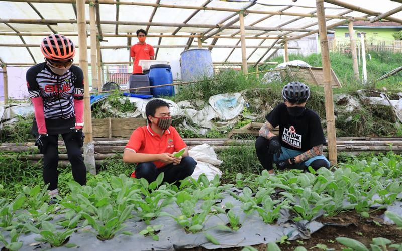 MENYAMBUT KENORMALAN BARU : Ceruk Bisnis Milenial di Lereng Merbabu