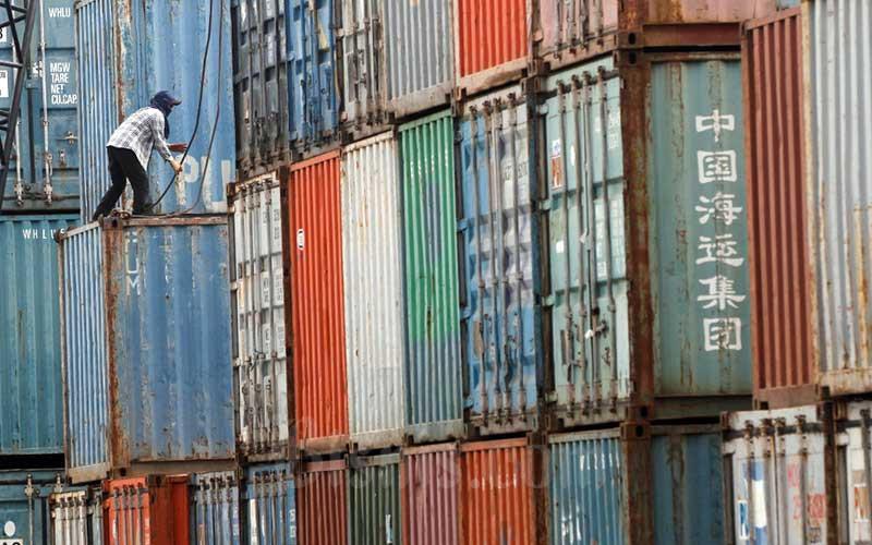 RISIKO RESESI EKONOMI : Menjaga Sektor Penopang