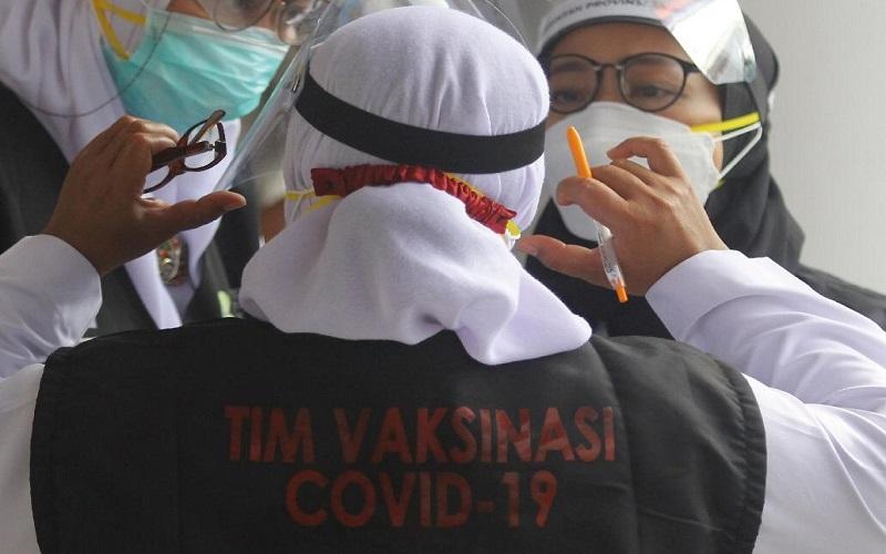 PENGENDALIAN COVID-19 : 122.617 Nakes di Jateng Disuntik Vaksin