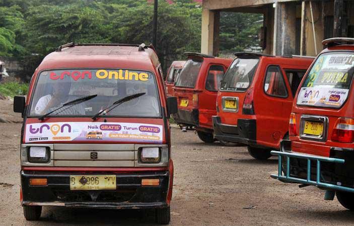 SUARA PEMBACA : Lahan Parkir Transportasi Umum