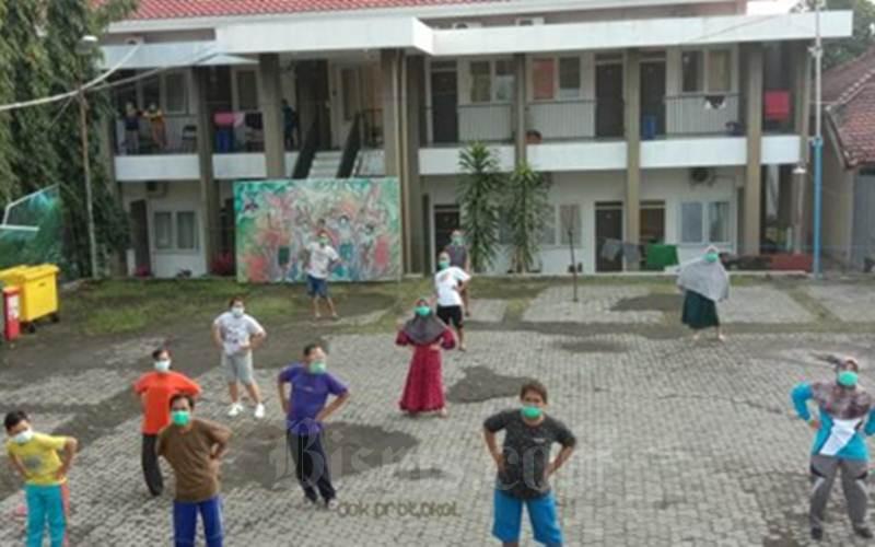 UBAH LAKU : Pasuruan Fasilitasi Santri Swab Test