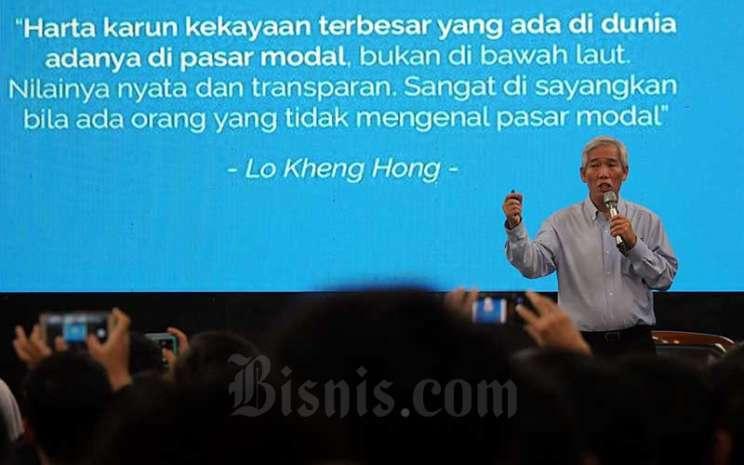 Investor saham yang dijuluki Warren Buffet Indonesia Lo Kheng Hong memaparkan materinya pada acara Mega Talkshow Investasi 2020 di Aula Barat Institut Teknologi Bandung (ITB), Bandung, Jawa Barat, Sabtu (7/3/2020). Bisnis - Rachman