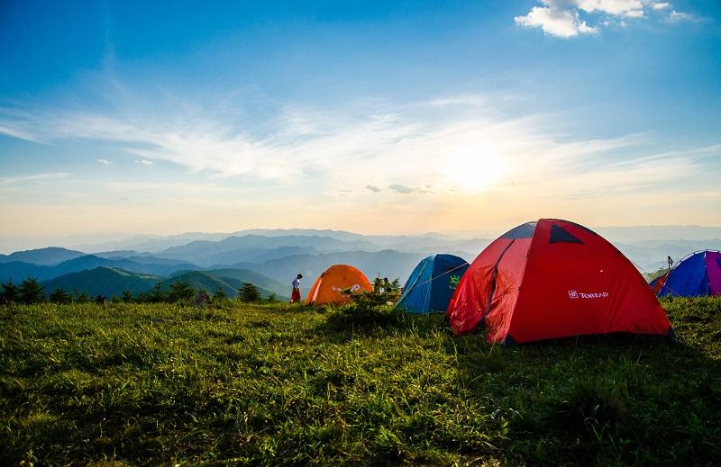 camping di kaki gunung