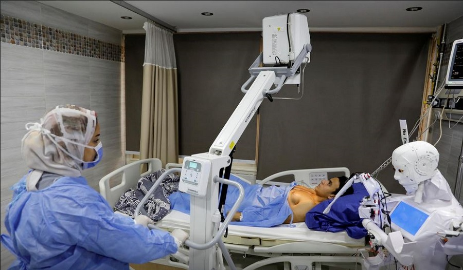 robot virus corona ciptaan Mahmoud el-Komy  Cira-03 membantu membatasi paparan infeksi dan mencegah penularan Covid