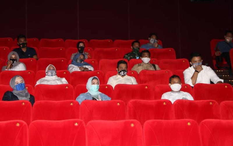 Riza Patria, Wagub DKI, Bioskop