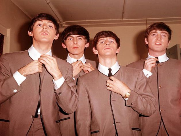 Pierre cardin merancang busana the beatles