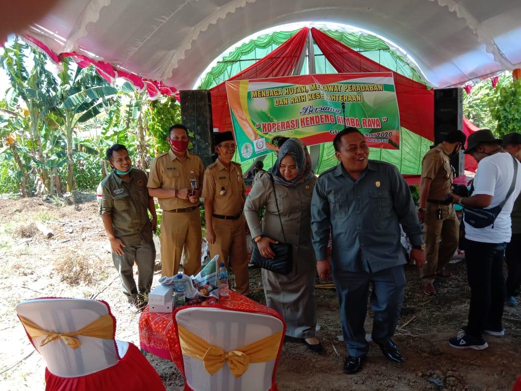 Pejabat grobogan tak pakai masker saat acara peresmian penyulingan kayu putih di grobogan