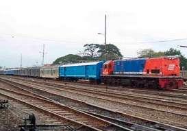 Kereta Api Operasikan 200 Loko Angkutan Barang