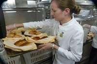 Di Kapal Pesiar Ada Makanan Halal Kok...