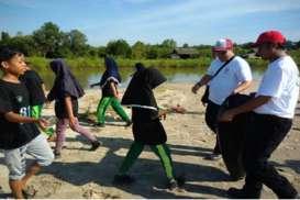 KAMPANYE LINGKUNGAN: Reswara Ajarkan Budaya Bersih pada Siswa SD