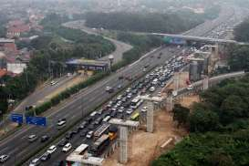 Rest Area KM 42 Tol Cikampek-Jakarta Dipenuhi Kendaraan Pemudik