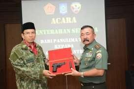 Gubernur NTB Terima Sejnata Api dari Pangdam Udayana