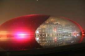 Gedung Pusat Pertunjukan China, Wajah Lain Negeri Sang Naga