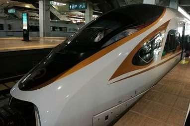 Menikmati Kereta Api Cepat Buatan China
