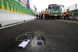 Penerangan Koridor 13 Transjakarta Hampir Rampung