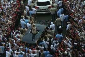 Foto-foto Anstusiasme Pendukung Merubung Prabowo di Kampanye Akbar