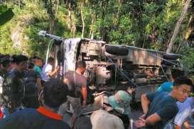 Bus Rombongan dari Demak Terguling di Bukit Bundelan Ngawen