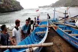 Gelombang Tinggi Mengancam, Perahu Nelayan di Baron Diamankan. Waspadai Wisata Pantai