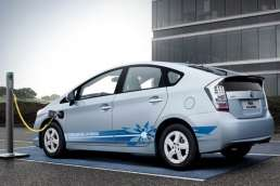 Hino : Teknologi Hybrid Paling Cocok Untuk Kendaraan Komersial