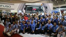KTB Sumbangkan 3 Mitsubishi Colt Diesel ke 3 Sekolah