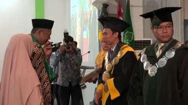 Meninggal Jelang Lulus, Wisuda Mahasiswa IAIN Surakarta ini Digantikan Ayah dan Ibunya