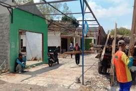 Pembangunan JJLS Dilanjutkan, Warga Bongkar Sendiri Rumah Terdampak