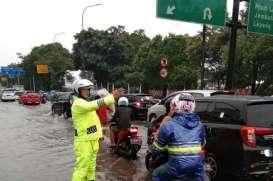 Jakarta Diguyur Hujan, Pantau Lalu Lintas Sekitar Tol Dalam Kota via CCTV Ini