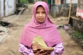 Program PKM Universitas Widyatama Bantu Diversifikasi Pasar Perajin Rajut Sukabumi