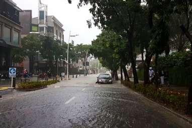 Banjir di Mana-mana, Sejumlah Ruas Jalan Tak Bisa Dilewati Kendaraan