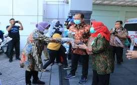 Covid-19 di Surabaya 4.383 Kasus, Risma ke Rumah Sakit