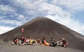 Kawasan Gunung Soputan Minahasa Tenggara Diusul Jadi Objek Wisata Nasional