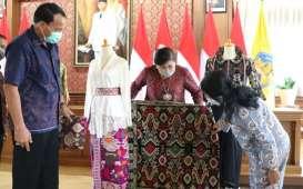 Christian Dior Ingin Gunakan Kain Endek Bali, Ini Syaratnya