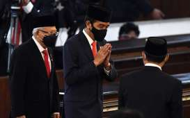 1 Tahun Jokowi-Ma'ruf, Transportasi Babak Belur Akibat Covid-19