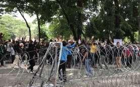 Demo Tolak UU Cipta Kerja, 3 Pemuda Penggerak Pelajar STM Diamankan Polisi