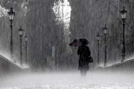 Cuaca Jakarta 22 Oktober, Hujan Deras Disertai Angin Kencang