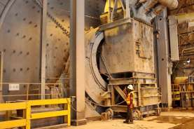 Mundur Maju Proyek Smelter Freeport