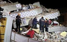 Gempa Bumi Landa Yunani dan Turki, 70 Orang Terperangkap Reruntuhan