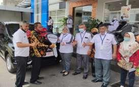 Bendahara Desa Semen Menangi Hadiah Mitsubshi Expander dari Bank Jateng