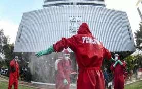 Anies Positif Covid-19, Dua Ratusan Petugas Lakukan Penyemprotan Disinfektan di Balai Kota