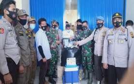 Puluhan Personel Polda Kalteng Jaga Ketat Kedatangan 27 ribu Vaksin Covid-19