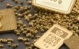 Harga Emas Anjlok 2 Persen, Terendah Sejak Juni 2020